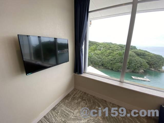 湯快リゾート鳥羽彩朝楽プレミアムルームの液晶テレビ