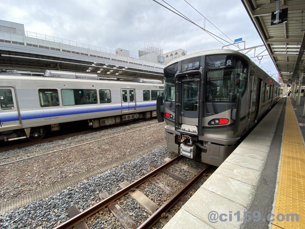 和歌山駅に停車中の和歌山線227系