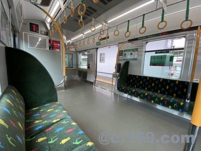 和歌山線227系の車内