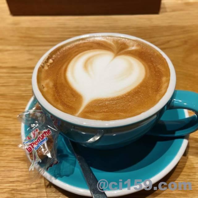 YORKYS BRUNCHのカフェラテ