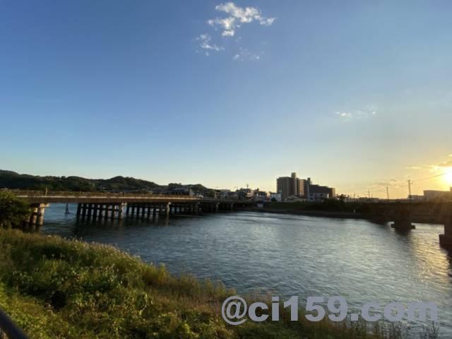 夕暮れの宇治橋