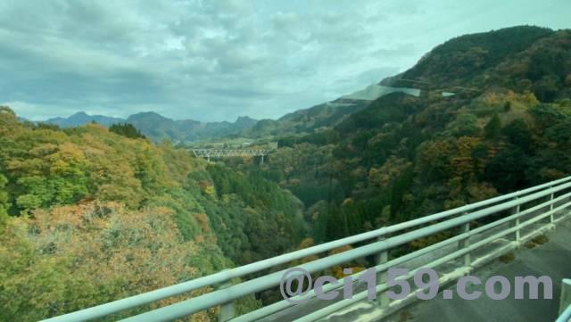大分県を走るバスの車窓