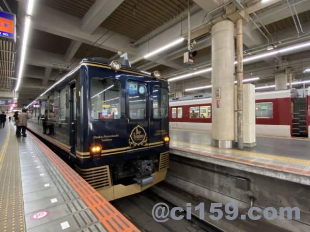 大阪阿部野橋駅に停車中の「青のシンフォニー」