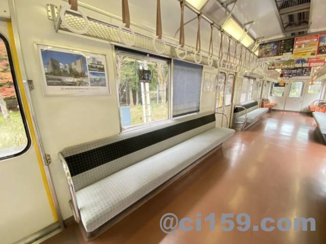 近鉄南大阪線の急行列車の車内