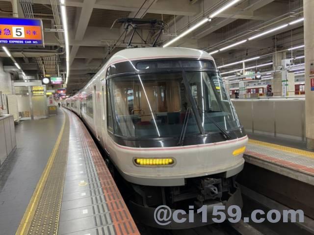 大阪阿部野橋駅に停車中のさくらライナー