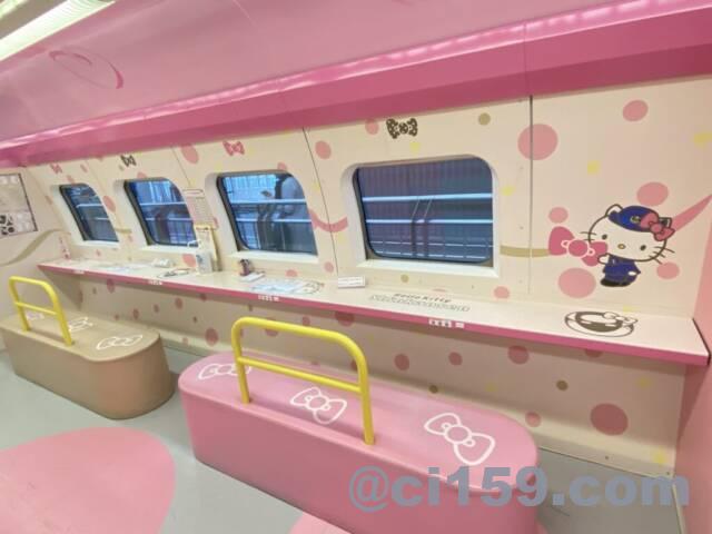 HelloKitty Shinkansenの1号車ベンチシート