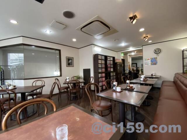カフェ&レストラン「ボエーム」の店内