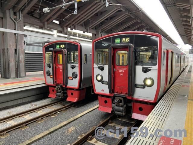 熊本駅に停車中のJR九州815系