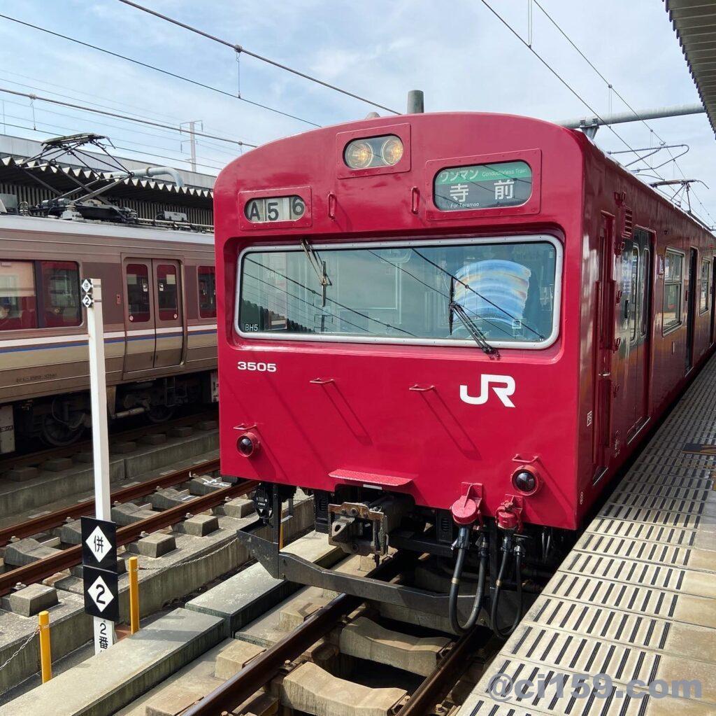 姫路駅に停車中の播但線103系