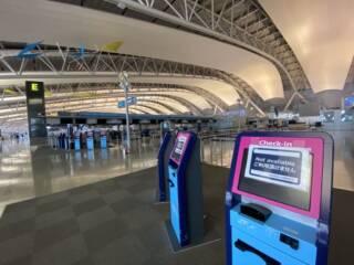 関西空港のセルフチェックイン機