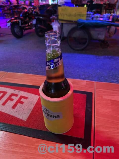 パタヤのバービアで飲むサンミゲルライト