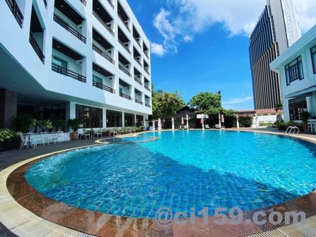 アレカロッジホテルのプール
