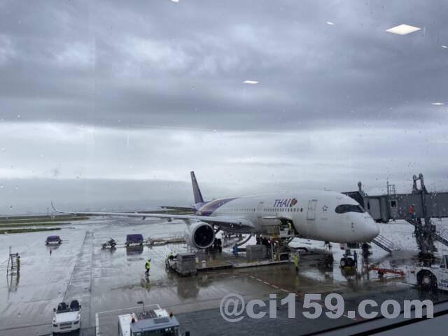 関西空港に駐機中のタイ国際航空エアバスA350
