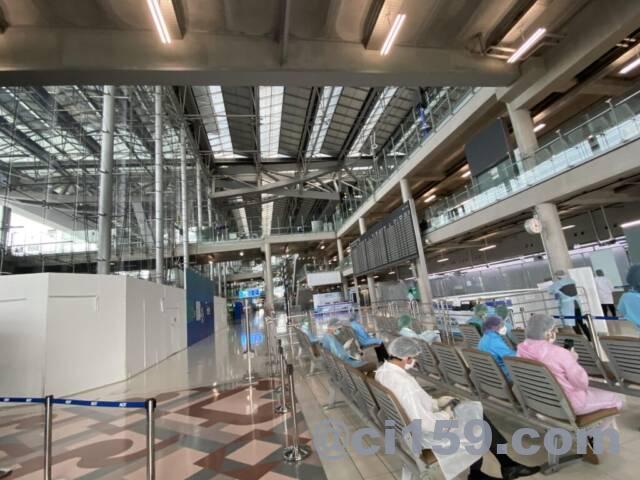 入国手続き後のスワンナプーム空港ロビー