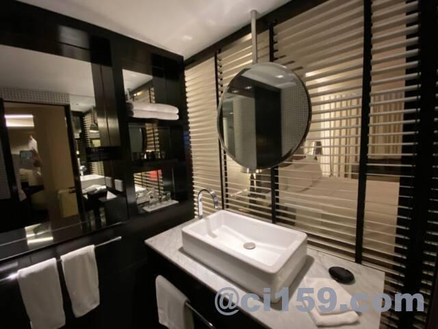 ハードロックホテルパタヤの洗面台