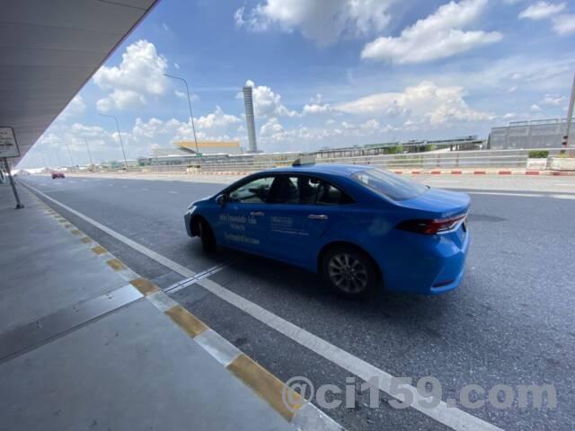 スワンナプーム空港に停車中のタクシー