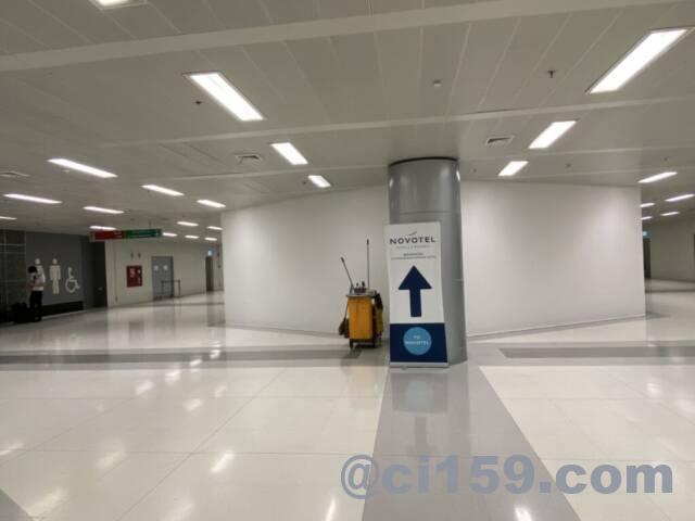 スワンナプーム空港の抗原検査会場への通路